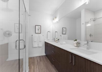 Owner's Suite Bath at 11206 Pinehurst Way NE